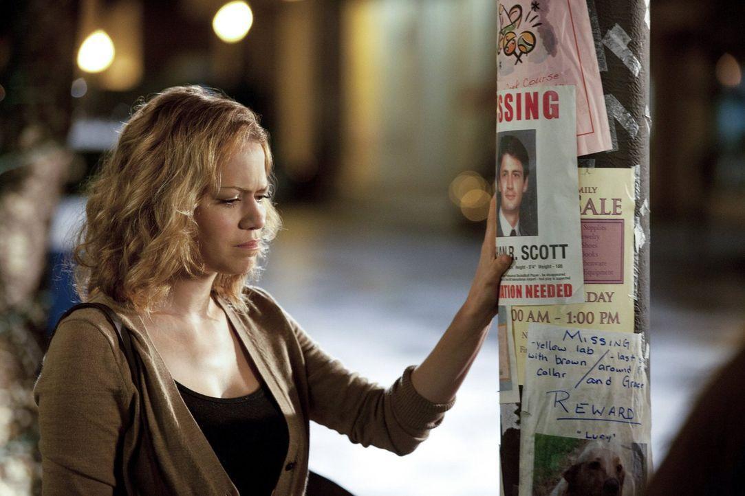 Haley (Bethany Joy Galeotti) ist vollkommen krank vor Sorge um ihren vermissten Mann. Plötzlich taucht eine Leiche auf, die sie identifizieren soll... - Bildquelle: Warner Bros. Pictures
