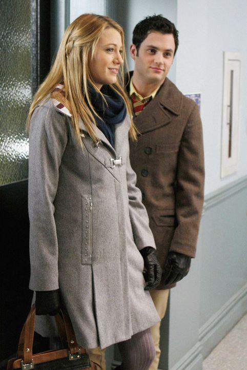 Blair rechnet fest mit ihrer Aufnahme auf Yale. Doch sie landet nur auf der Warteliste. Dan (Penn Badgley, l.) und Serena (Blake Lively, r.) werden... - Bildquelle: Warner Brothers