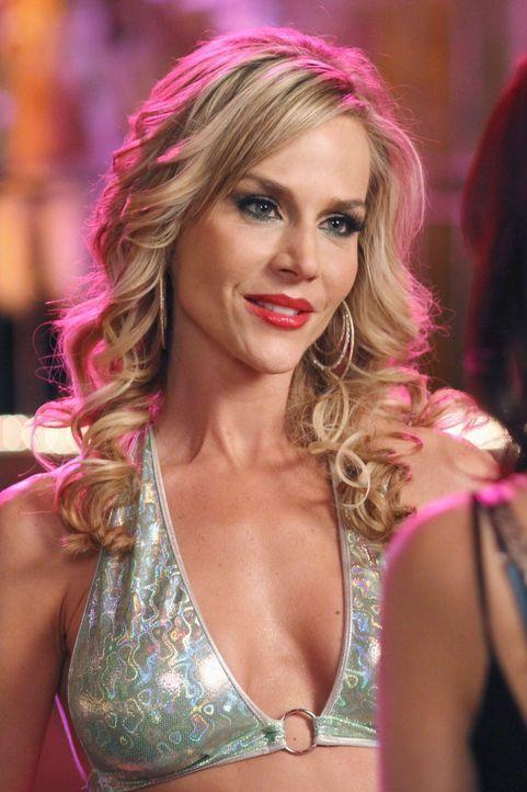 Hofft auf Hilfe von Susan: Stripperin Robin (Julie Benz) ... - Bildquelle: ABC Studios