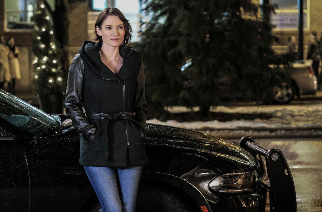 Als Emily Alex (Chlyer Leigh) ein Geheimnis offenbart, weiß sie nicht, wie sie damit umgehen soll ... - Bildquelle: 2016 Warner Brothers