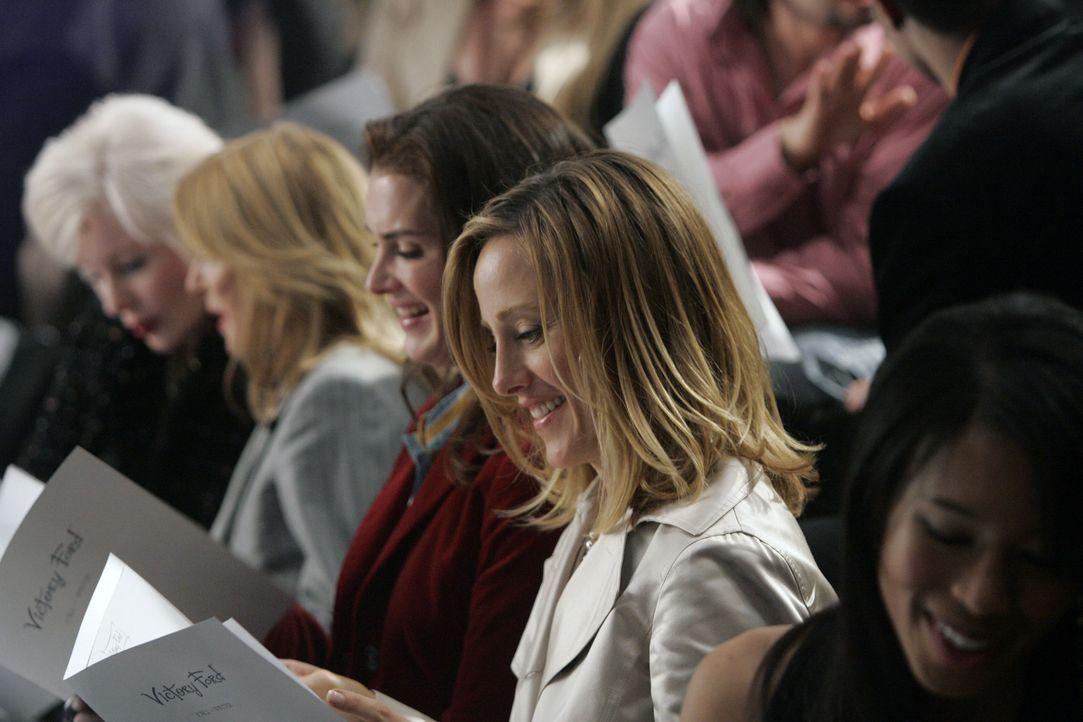 Wendy (Brooke Shields, l.) und Nico (Kim Raver, r.) freuen sich mit ihrer Freundin Victory, denn deren erste Modenschau steht kurz bevor ... - Bildquelle: 2004 NBC, Inc.