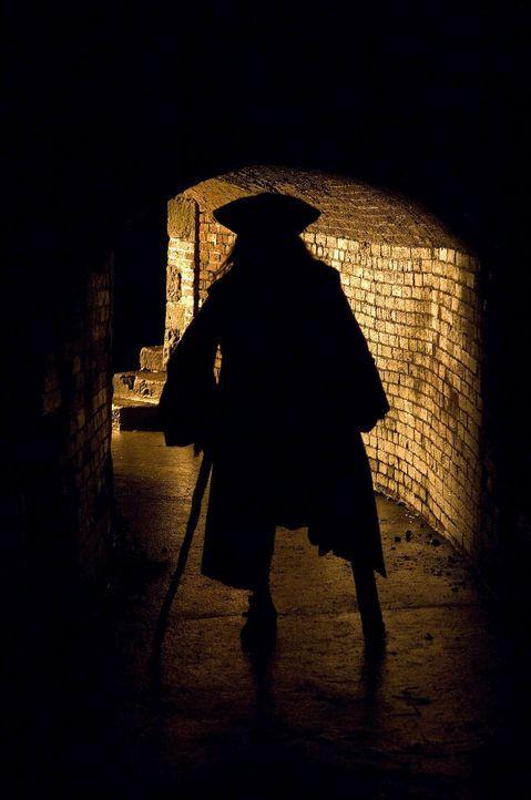 Der Freibeuter mit dem Holzbein, Long John Silver (Tobias Moretti), lehrt die Guten und die Bösen das Fürchten ... - Bildquelle: Gordon Mühle ProSieben