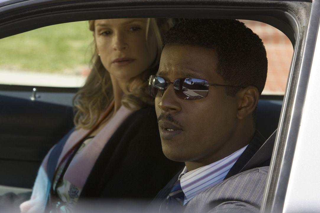 Nachdem zwei afro-amerikanische Teenager aus einem vorbeifahrenden Auto erschossen worden sind, scheint erstmal alles dafür zu sprechen, dass es sic... - Bildquelle: Warner Brothers