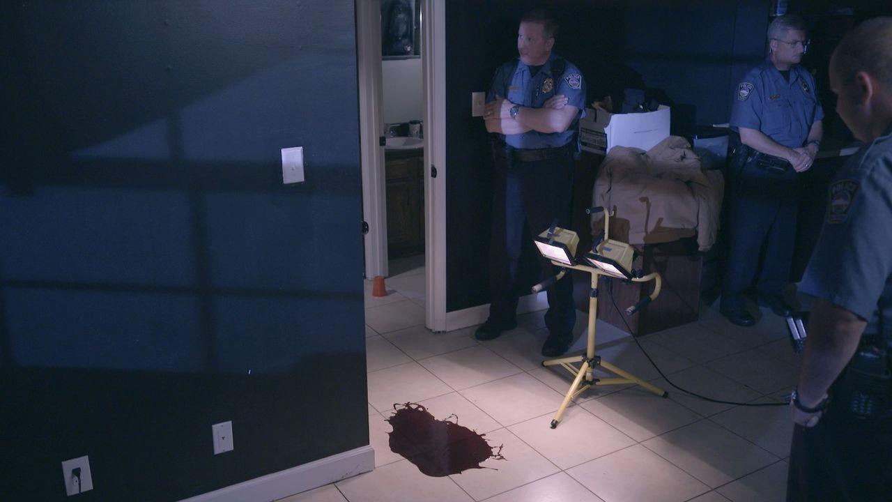 Geben die Blutspuren Aufschluss darauf, wer Willie McCarty in seinem Haus getötet hat? Lt. Joe Kenda ermittelt.... - Bildquelle: Jupiter Entertainment