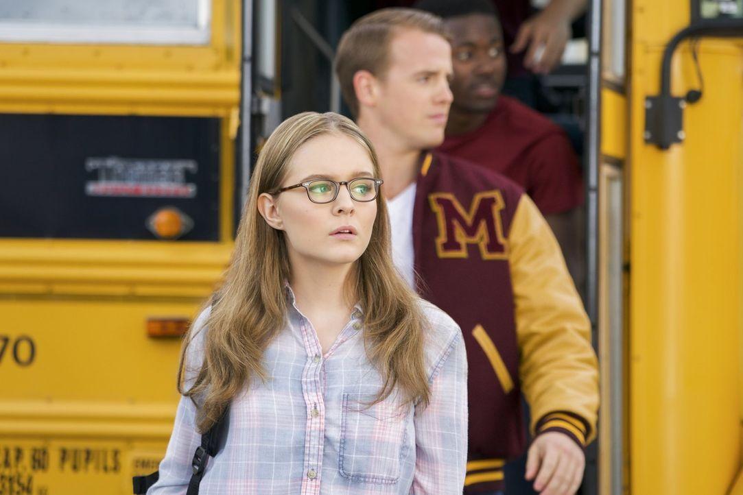 Als Kara (Izabela Vidovic) an den Ort zurückkehrt, in dem sie aufgewachsen ist, wird sie an ein traumatisierendes Ereignis aus ihrer Jugendzeit erin... - Bildquelle: 2017 Warner Bros.