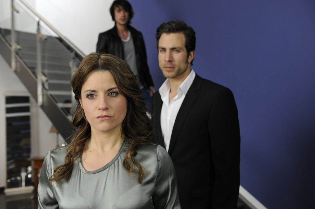 Beas (Vanessa Jung, l.) Beziehung mit Michael (Andreas Jancke, r.) scheint unter keinem guten Stern zu stehen. Im vermeintlich richtigen Moment tauc... - Bildquelle: SAT.1