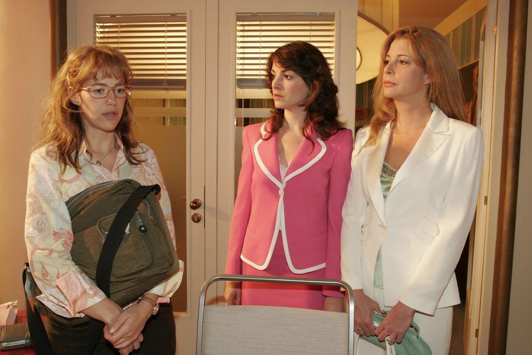 Mariella (Bianca Hein, M.) und Laura (Olivia Pascal, r.) werden von Lisa (Alexandra Neldel, l.) in ihren schlimmsten Befürchtungen bestätigt: Davi... - Bildquelle: Sat.1
