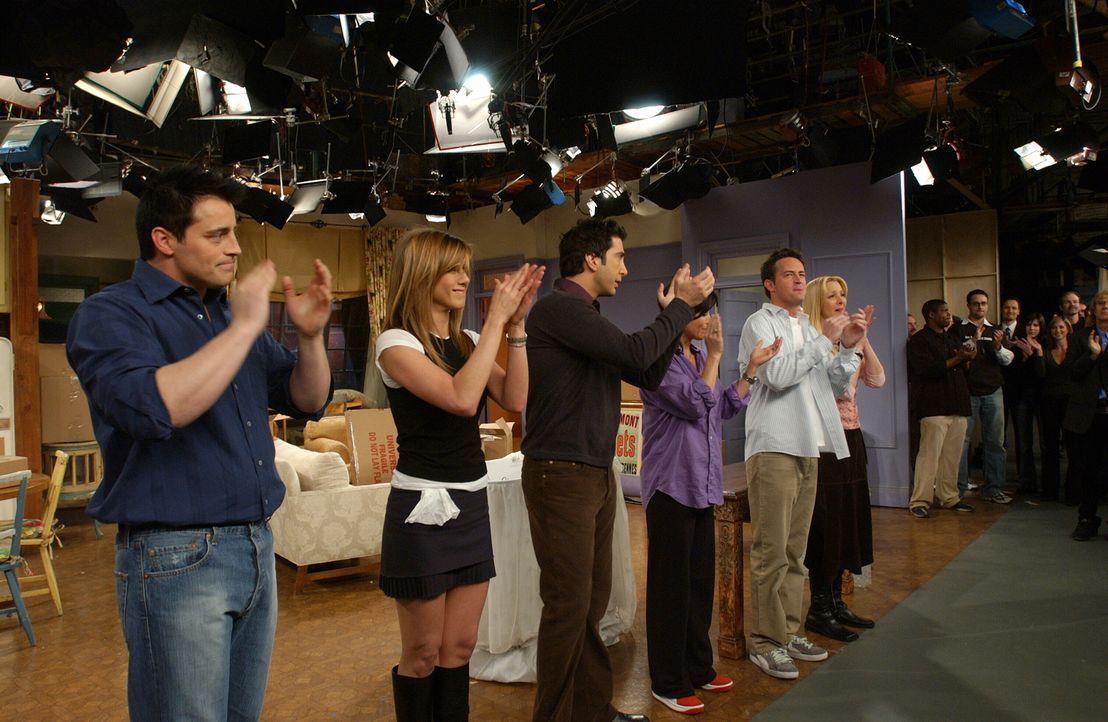 (10. Staffel) - Der Abschied naht: (v.l.n.r.) (Matt LeBlanc), Rachel (Jennifer Aniston), Ross (David Schwimmer), Monica (Courteney Cox), Chandler (M... - Bildquelle: TM &   2005 Warner Bros. Entertainment Inc.