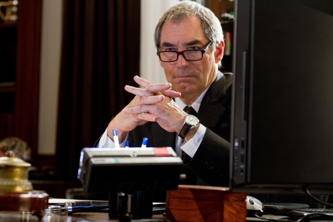 Den berüchtigten Alexander Pearce  wird sich Chief Inspector Jones (Timothy Dalton) nie mehr durch die Finger gehen lassen, aber der Name Frank Tupe... - Bildquelle: CPT Holdings, Inc.  All Rights Reserved.