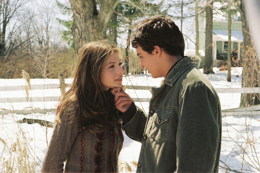 Kommen sich Brian (Ben Gilbank, r.) und Casey (Michelle Trachtenberg, l.) näher? - Bildquelle: 2005 Disney Enterprises, Inc.