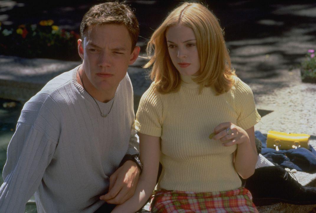 Stuart (Matthew Lillard, l.), Tatum (Rose McGowan, r.) - Bildquelle: 1996 Miramax, LLC. All Rights Reserved.