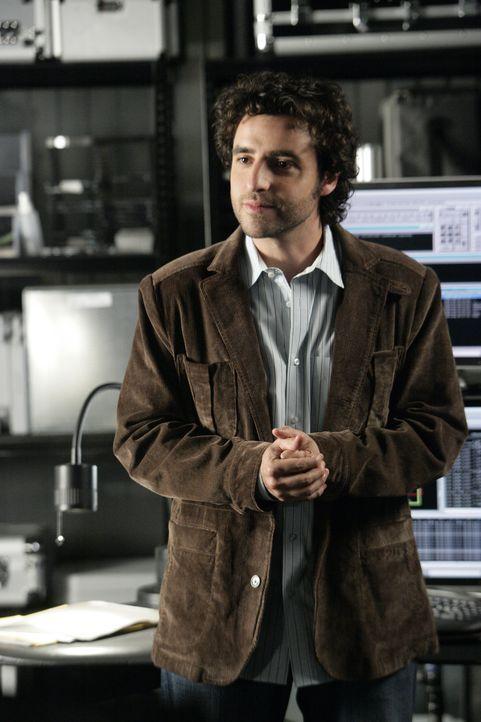 Charlie (David Krumholtz) stellt fest, dass die Täter einen Informanten aus der Zentrale von Union Parcel gehabt haben müssen, da in sämtlichen Lief... - Bildquelle: Paramount Network Television