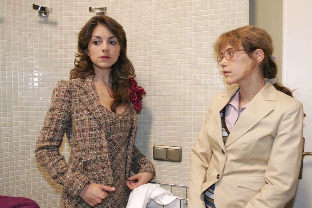 Lisa (Alexandra Neldel, r.) erkennt, wie sehr Mariella (Bianca Hein, l.) unter Davids Verhalten leidet. (Dieses Foto von Alexandra Neldel darf nur i... - Bildquelle: Noreen Flynn SAT.1 / Noreen Flynn