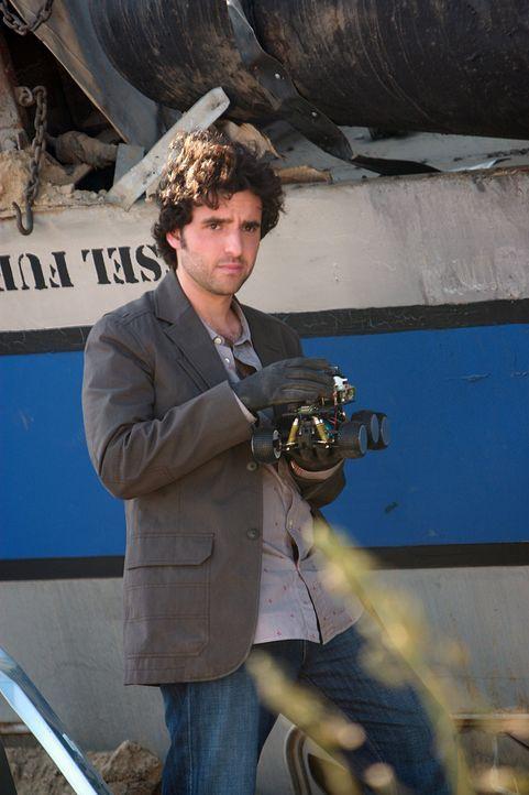 Nachdem ein Personen- und ein Güterzug ineinander gerast sind, wird Charlie (David Krumholtz) an den Unfallort gerufen, um die Ursache dafür zu find... - Bildquelle: Paramount Network Television
