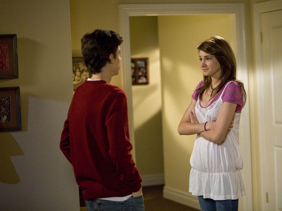 Die Teenager Ben (Kenny Baumann, l.) und Amy (Shailene Woodley, r.) sind sehr aufgeregt vor ihrem ersten richtigen Date - und ahnen natürlich noch n... - Bildquelle: ABC Family