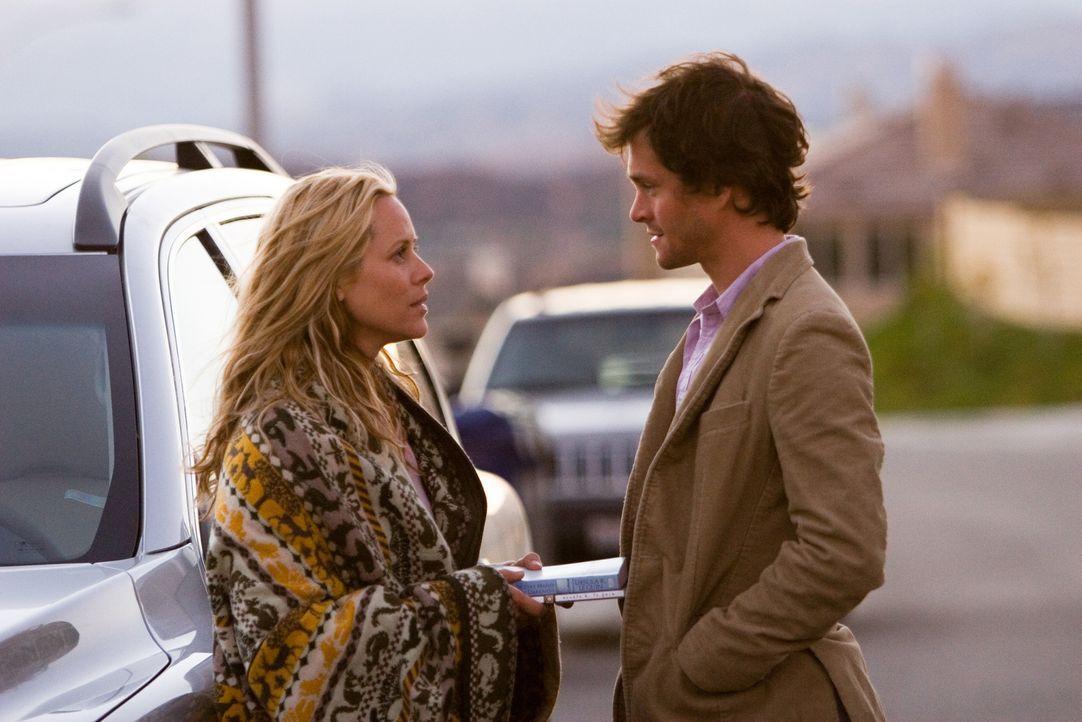 Hat der Computerspezialist Grigg (Hugh Dancy, r.) eine Chance bei der eingefleischten Single-Frau Jocelyn (Maria Bello, l.)? - Bildquelle: 2007 Sony Pictures Classics Inc. All Rights Reserved.