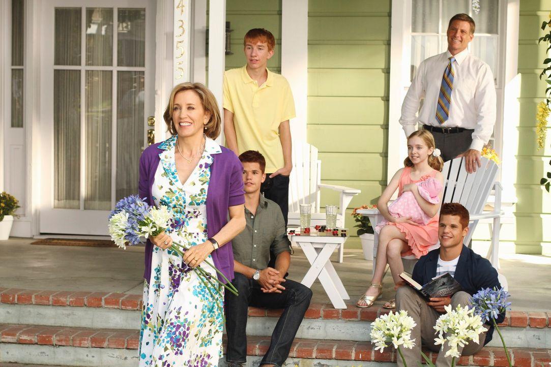 Gespannt wartet Familie Scavo auf ihren Besuch: (v.l.n.r.) Lynette (Felicity Huffman), Preston (Max Carver), Parker (Joshua Logan Moore), Penny (Dar... - Bildquelle: ABC Studios