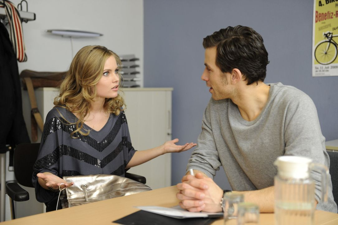 Caro (Sonja Bertram, l.) will sich über Michael (Andreas Jancke, r.) an Bea rächen ... - Bildquelle: SAT.1