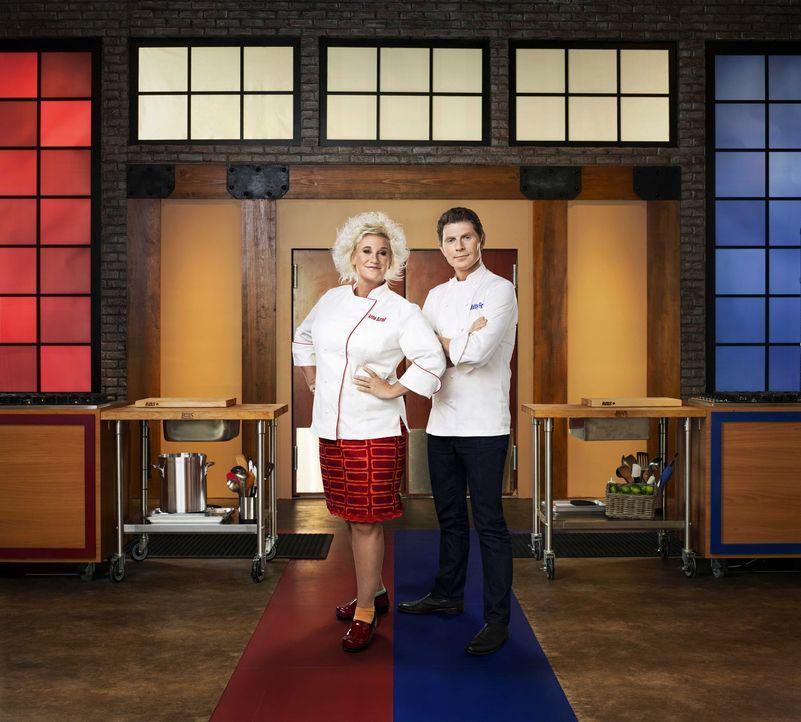 Anne Burrell (l.) und Bobby Flay (r.) lassen ihre Teams, bestehend aus jeweils sieben der schlechtesten Köche Amerikas, gegeneinander kochen ... - Bildquelle: 2012, Television Food Network, G.P.