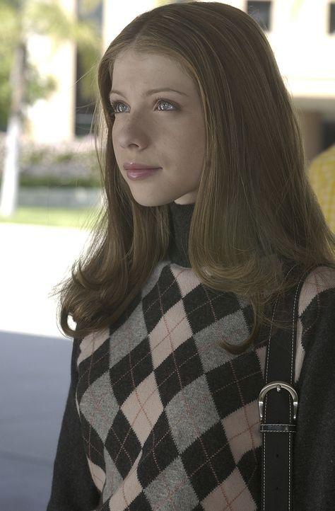 Dawn (Michelle Trachtenberg) geht auf die Sunnydale High School, Buffys alte Schule, die vor einigen Jahren komplett zerstört und nun wieder eröffne... - Bildquelle: TM +   Twentieth Century Fox Film Corporation. All Rights Reserved.