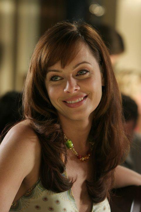 Ahnt noch nicht, dass das Erbe von Caleb schlecht ausfällt: Julie (Melinda Clarke) ... - Bildquelle: Warner Bros. Television
