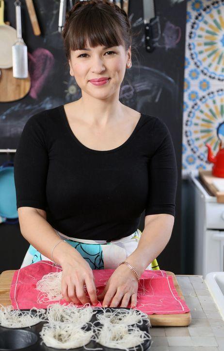 Zurück in der Heimat bereitet Rachel kleine Nester für eine ganz besondere Paella vor ... - Bildquelle: Richard Hall BBC 2014