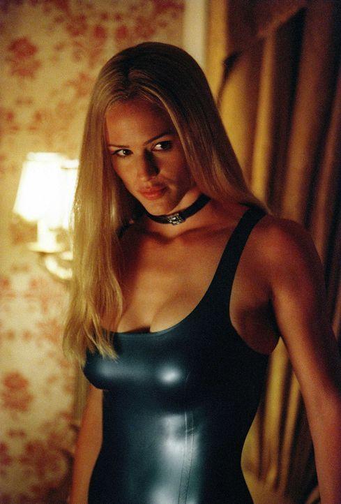 In ihrer neuen Rolle als Doppelagentin ist Sydney (Jennifer Garner) fest entschlossen, SD-6 innerhalb weniger Wochen zu zerstören. - Bildquelle: Touchstone Television