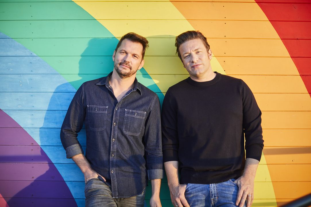(7. Staffel) - Jimmy Doherty (l.); Jamie Oliver (r.) - Bildquelle: Steve Ryan Jamie Oliver Productions, 2018 / Steve Ryan