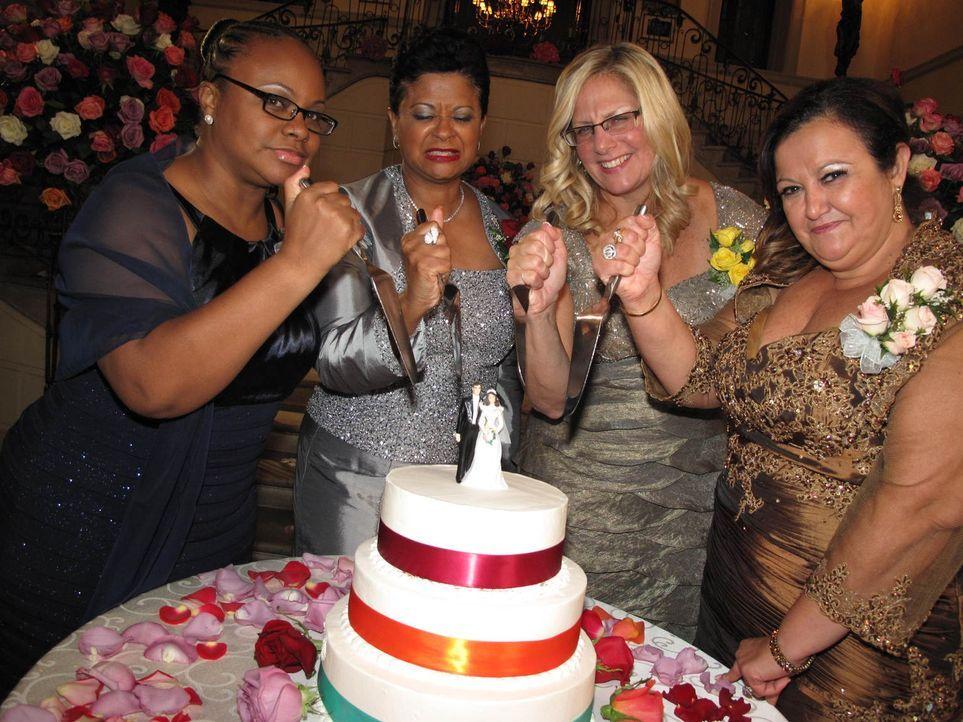 Sind bereit die Hochzeit der anderen Töchter auseinander zu nehmen: Karma (l.), Judy (2.v.l.), Beth (2.v.r.) und Gisella (r.) ... - Bildquelle: Richard Vagg DCL