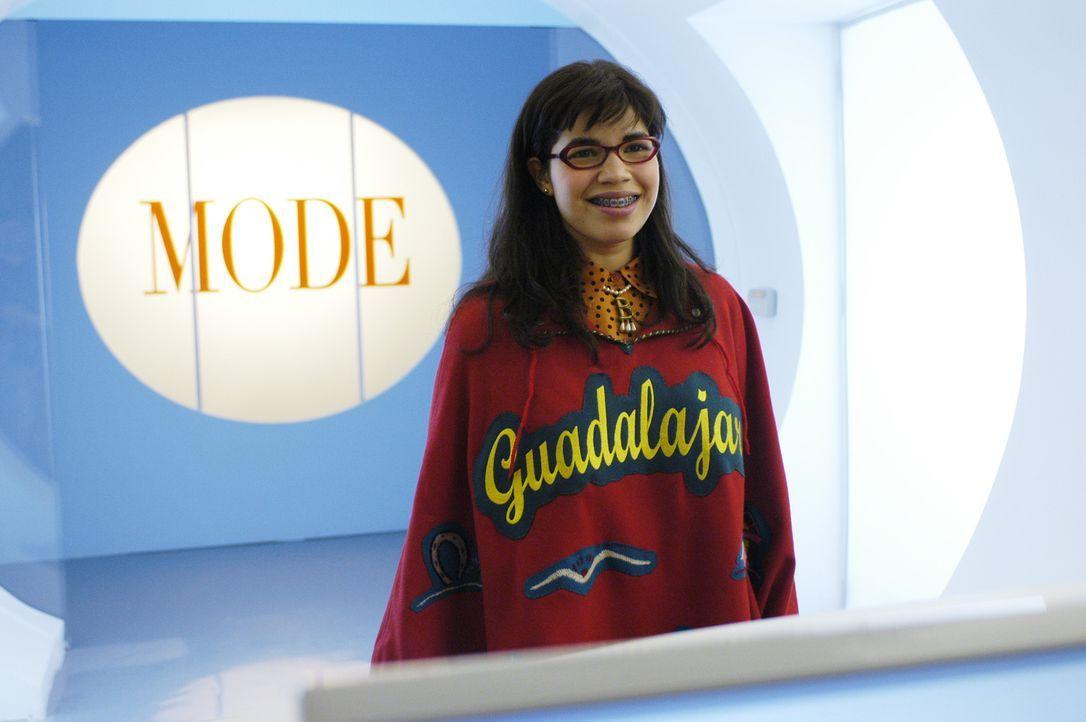 Betty Suarez (America Ferrera), eine ehrgeizige, naiv-freundliche Latina, bewirbt sich bei MEADE PUBLICATIONS, einem großen Zeitschriften-Verlag. Zu... - Bildquelle: Buena Vista International Television