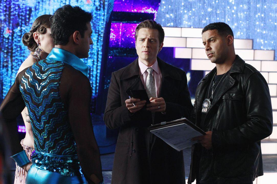 Santino (Krishna Cole, l.) und Jeanine (Anna Lunberry, 2.v.r.) müssen sich den Fragen von Kevin Ryan (Seamus Dever, 2.v.r.) und Javier Esposito (Jon... - Bildquelle: ABC Studios