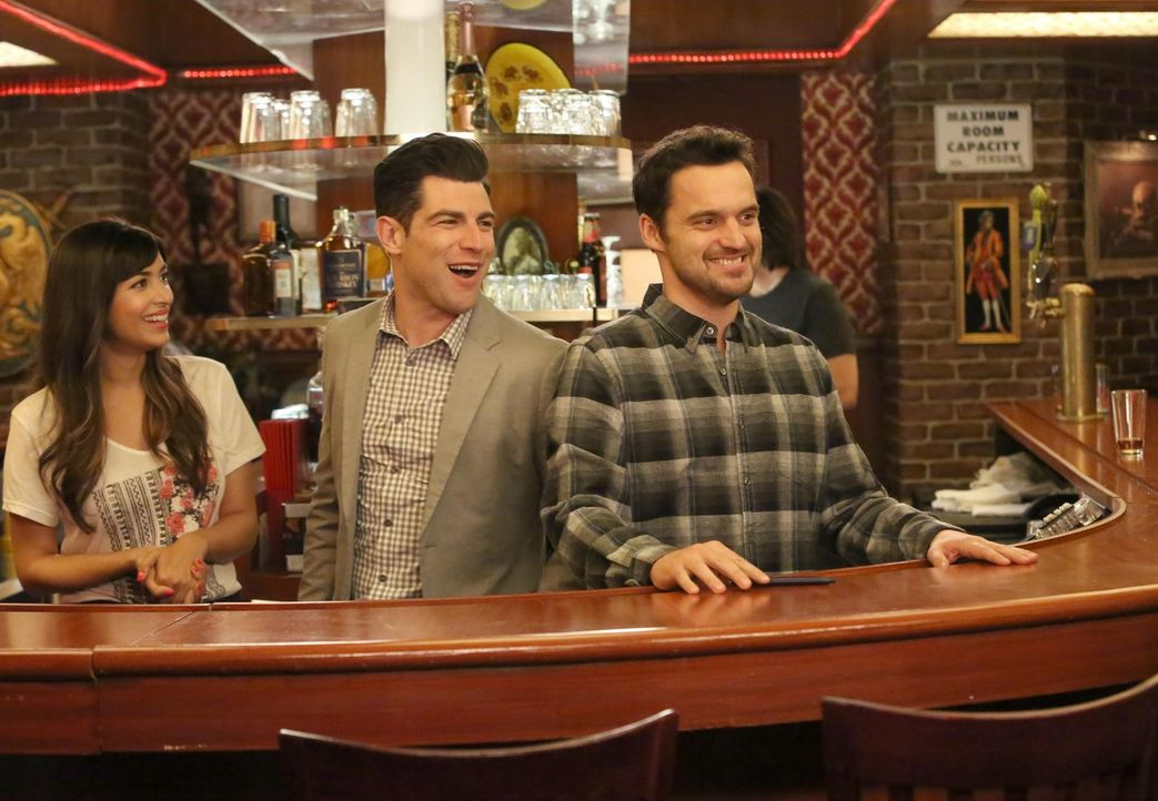 Cece (Hannah Simone, l.), Schmidt (Max Greenfield, M.) und Nick (Jake Johnson, r.) müssen in der Bar einige wichtige Entscheidungen treffen, während... - Bildquelle: Patrick McElhenney 2016 Fox and its related entities.  All rights reserved.