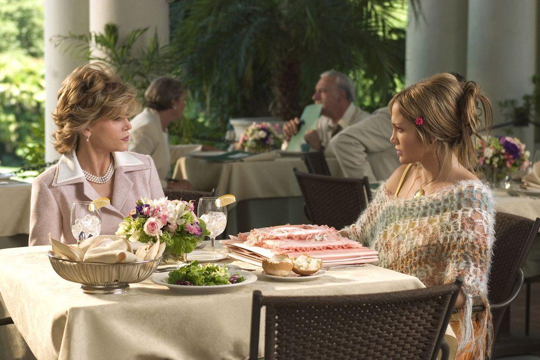 Die in der Liebe glücklose Charlie (Jennifer Lopez, r.) hat endlich den Mann ihrer Träume kennen gelernt, Dr. Kevin Fields. Es gibt nur ein Problem... - Bildquelle: Warner Bros. Pictures