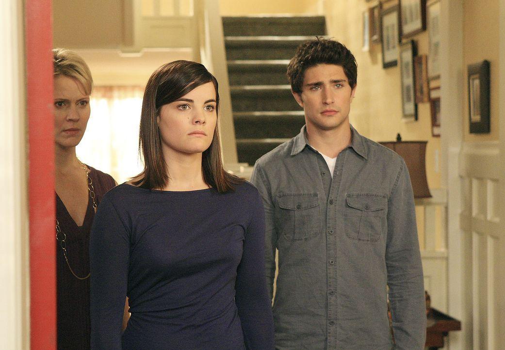 Nicole (Marguerite MacIntyre, l.), Jessi (Jaimie Alexander, M.) und Kyle (Matt Dallas, r.) staunen nicht schlecht, als Taylor plötzlich vor der Tü... - Bildquelle: TOUCHSTONE TELEVISION