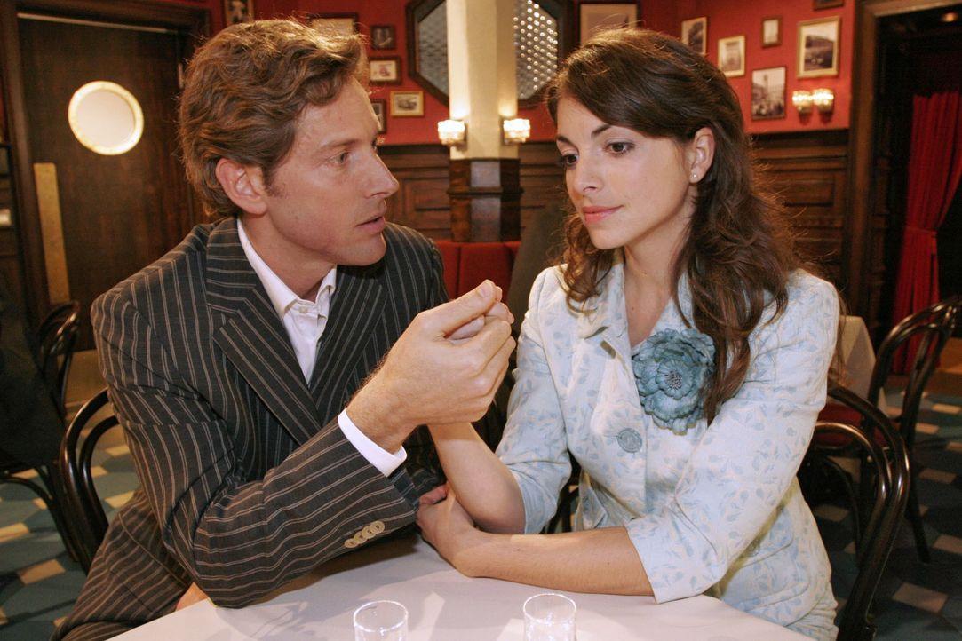 Lars (Clayton M. Nemrow, l.) versucht Mariella (Bianca Hein, r.) für ein neues Leben an seiner Seite zu gewinnen. - Bildquelle: Noreen Flynn SAT.1 / Noreen Flynn