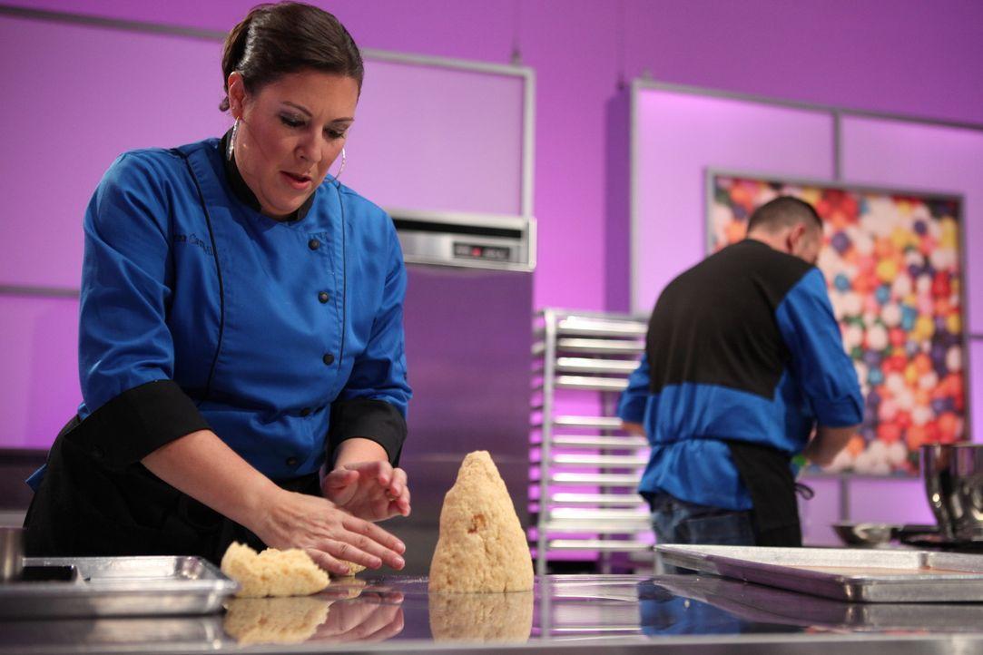 Sabrina Campbell gibt alles, um eine einzigartige Torte zu backen, doch die Konkurrenz ist hart und sie muss sich warm anziehen ... - Bildquelle: 2016,Television Food Network, G.P. All Rights Reserved