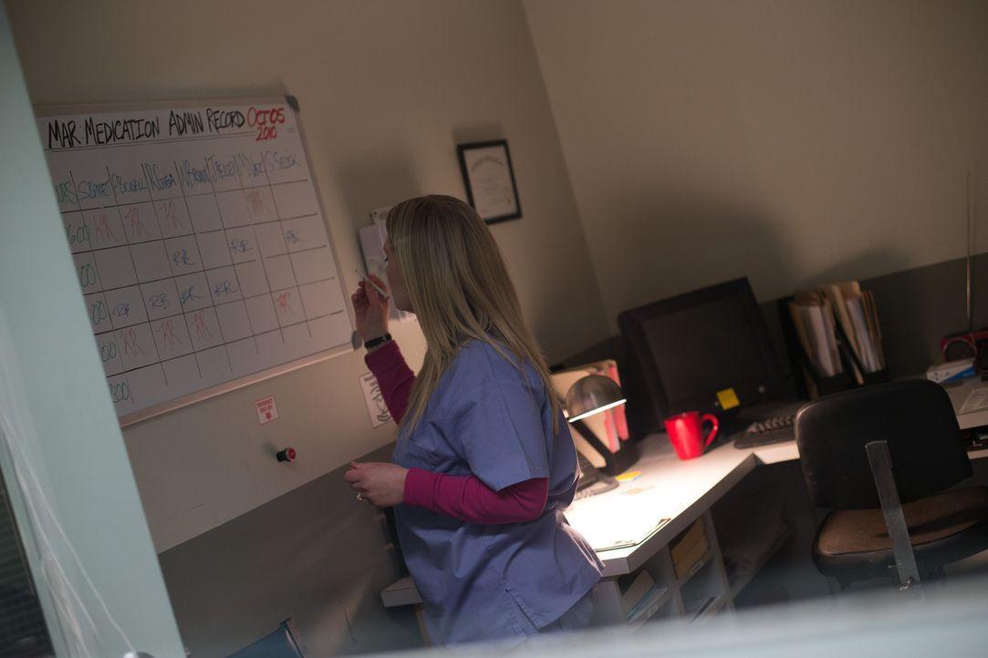 Als Keri zum Dienst in einem Drogenzentrum erscheint, beginnt für sie der reinste Horror ... - Bildquelle: Darren Goldstein Cineflix 2014