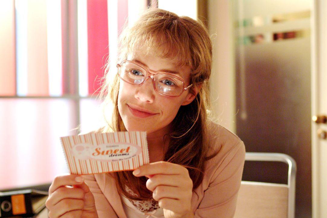 Lisa (Alexandra Neldel) gibt sich wieder einmal ihren Tagträumen hin ... (Dieses Foto von Alexandra Neldel darf nur in Zusammenhang mit der Berichte... - Bildquelle: Monika Schürle SAT.1 / Monika Schürle