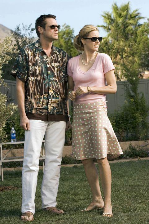 Dick (Jim Carrey, l.) und seine Frau Jane (Tea Leoni, r.) haben es geschafft: Das gemütliche Einfamilienhäuschen in der noblen Vorortgegend ist stan... - Bildquelle: Sony Pictures Television International. All Rights Reserved.