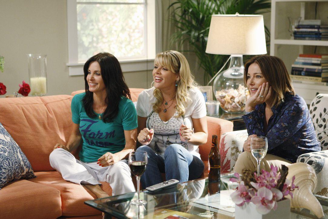 Ein Sex-Video von Jules (Courteney Cox, l.) sorgt bei ihren Freundinnen Ellie (Christa Miller, M.) und Laurie (Busy Philipps, r.) für große Aufreg... - Bildquelle: 2009 ABC INC.
