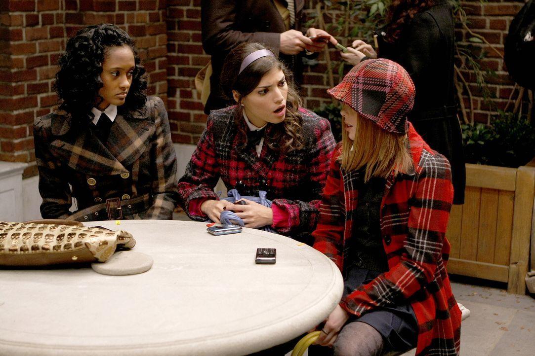 Sorgen für neue Gerüchte: Isabel (Nicole Fiscella, l.), Penelope (Amanda Setton, M.) und Hazel (Dreama Walker, r.) ... - Bildquelle: Warner Brothers