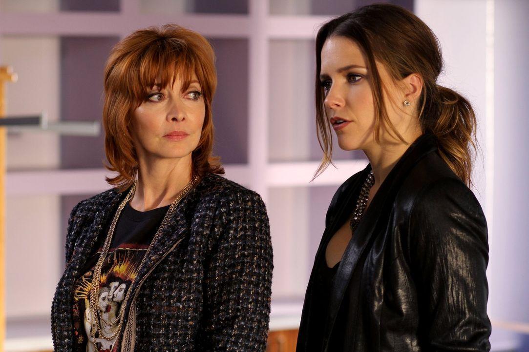 Haben immer wieder ihre Differenzen: Syliva (Sharon Lawrence, l.) und Brooke (Sophia Bush, r.) ... - Bildquelle: Warner Bros. Pictures