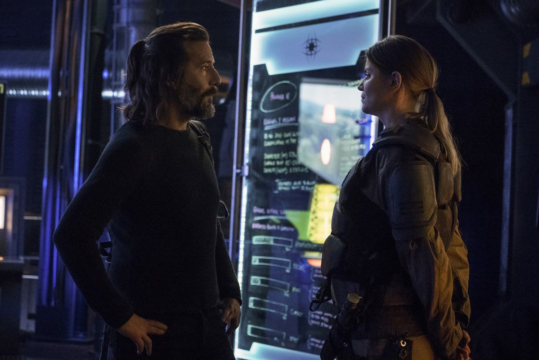 Marcus (Henry Ian Cusick, l.); Diyoza (Ivana Milicevic, r.) - Bildquelle: Katie Yu 2018 The CW Network, LLC. All rights reserved/Katie Yu