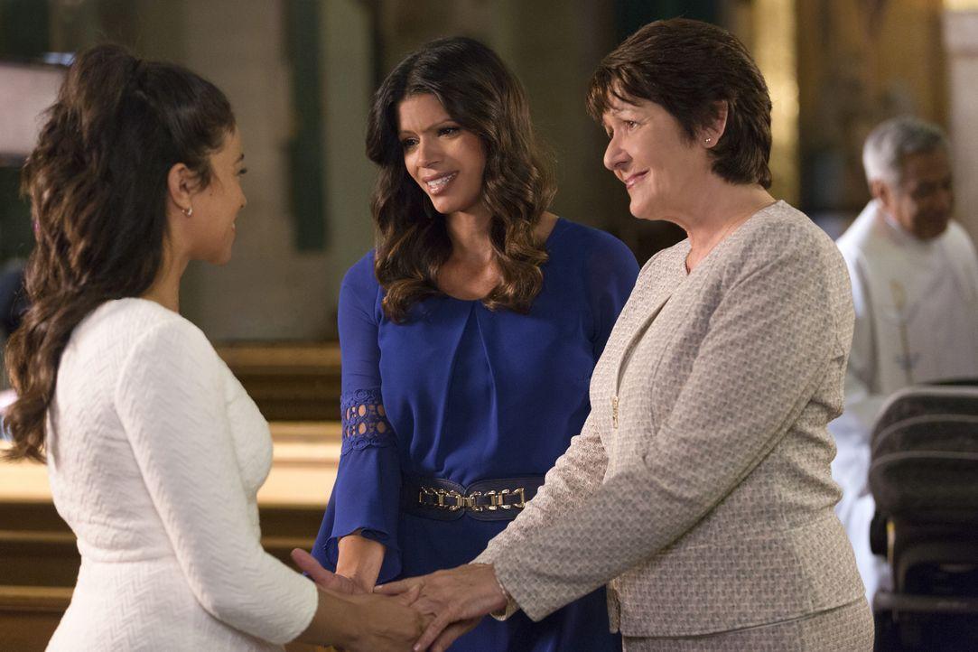 Neuigkeiten verändern ihr Leben: Jane (Gina Rodriguez, l.), Xo (Andrea Navedo, M.) und Alba (Ivonne Coll, r.) ... - Bildquelle: Scott Everett White 2015 The CW Network, LLC. All rights reserved.
