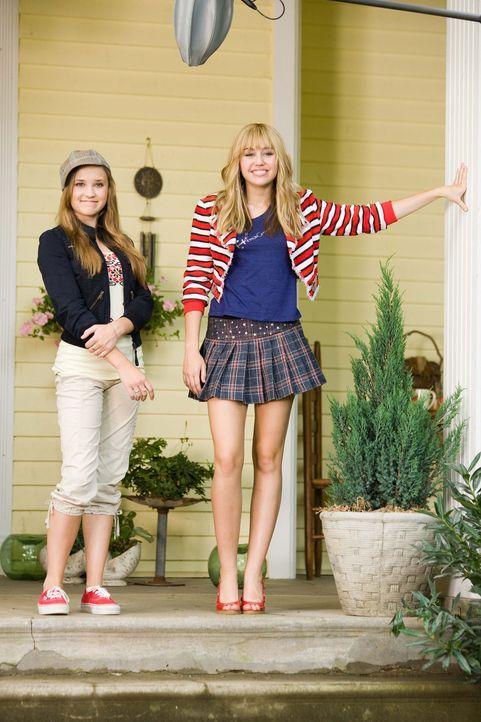 Als Miley (Miley Cyrus, r.) in ihrem Hannah-Outfit ihrer besten Freundin (Emily Osment, l.) den 16. Geburtstag ruiniert, verrät diese einem undurchs... - Bildquelle: Sam Emerson Walt Disney Pictures.  All Rights Reserved