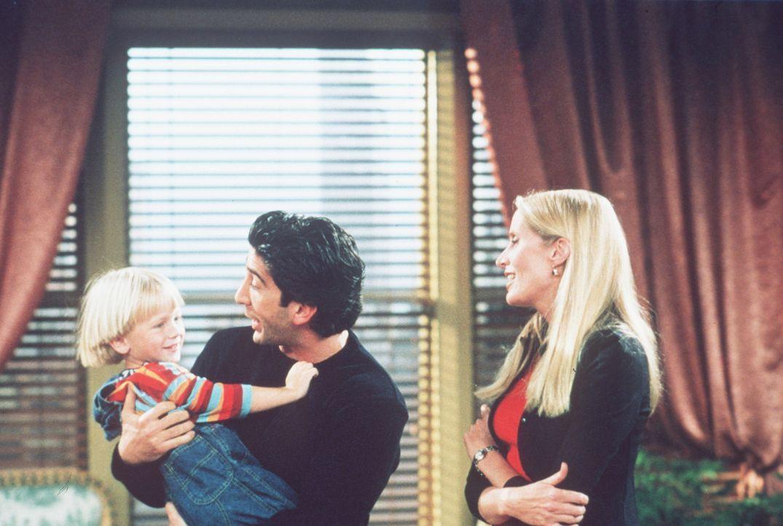 Nach langer Zeit darf Ross (David Schwimmer, M.) seinen Sohn wieder sehen ... - Bildquelle: TM+  2000 WARNER BROS.