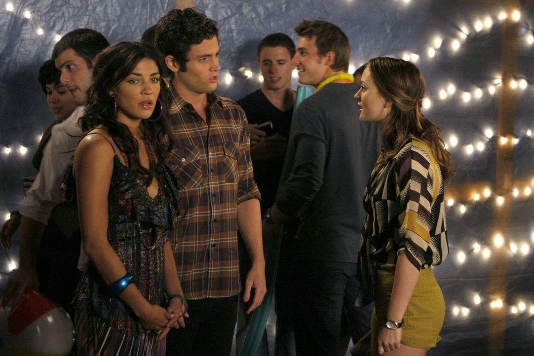 Vanessa (Jessica Szohr, l.) und Dan (Penn Badgely, M.) halten nicht sehr viel von Blairs (Leighton Meester, r.) Sabotage-Aktion ... - Bildquelle: Warner Brothers