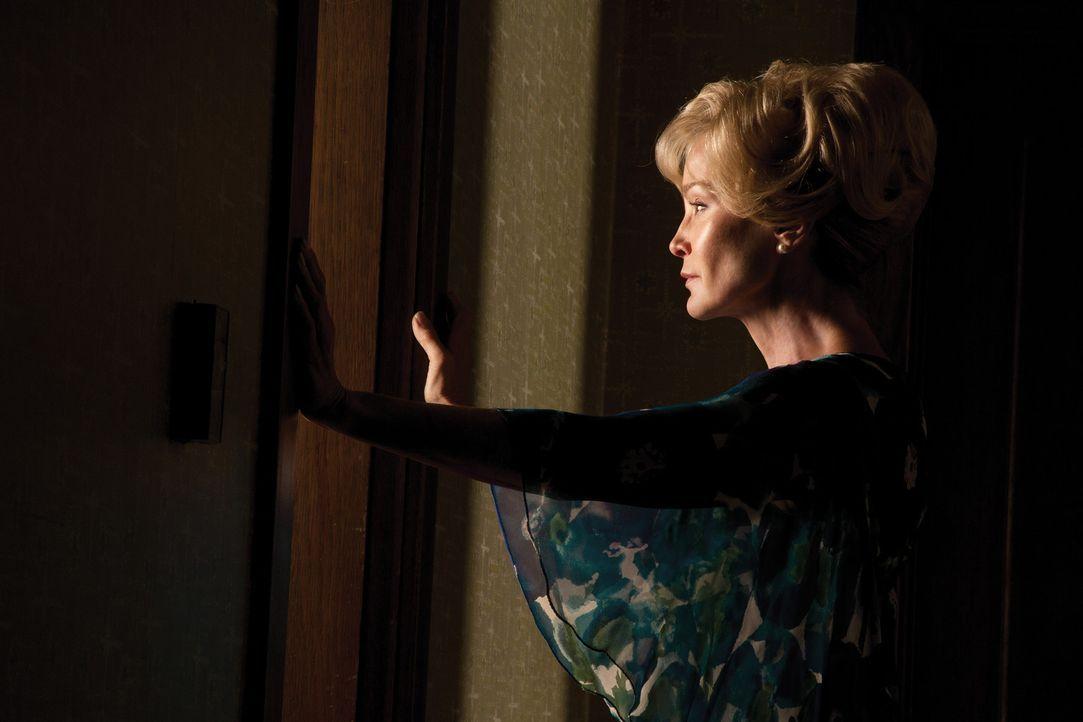 (1. Staffel) - Einst lebte sie selbst mit ihrer Familie in dem alten Haus, in dem es offensichtlich nicht mit rechten Dingen zugeht: Constance (Jess... - Bildquelle: 2011 Twentieth Century Fox Film Corporation. All rights reserved.