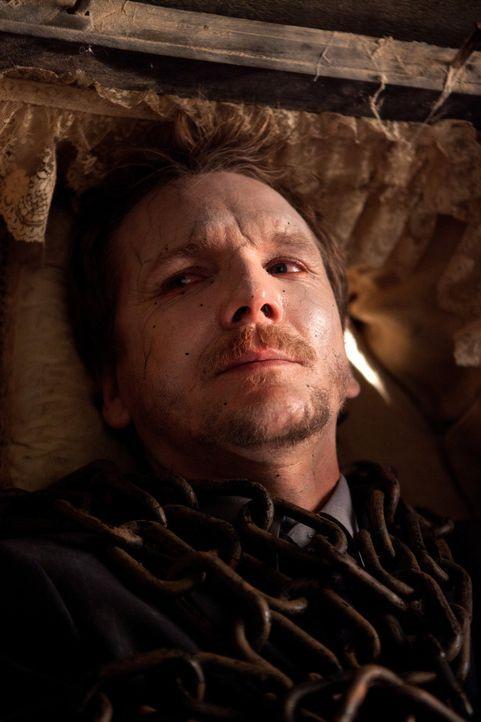 Wird es Katherine gelingen, Mikael (Sebastian Roche) wiederzuerwecken? - Bildquelle: Warner Bros. Television