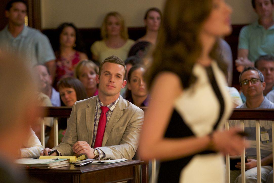 Die wichtige Verhandlung im Fall Lee Anne steht an. Kämpft Roy (Cam Gigandet) für die richtige Seite? - Bildquelle: 2013 CBS BROADCASTING INC. ALL RIGHTS RESERVED.